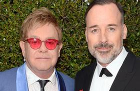 Elton John férje lovagi cím botrány