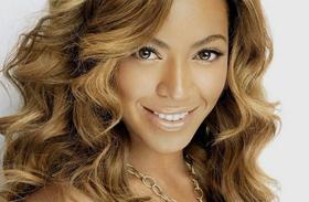 Énekesnők meztelen címlapfotói