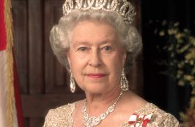 Erzsébet királynő és Harry herceg babafotói