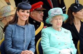 Erzsébet kitünteti Katalint
