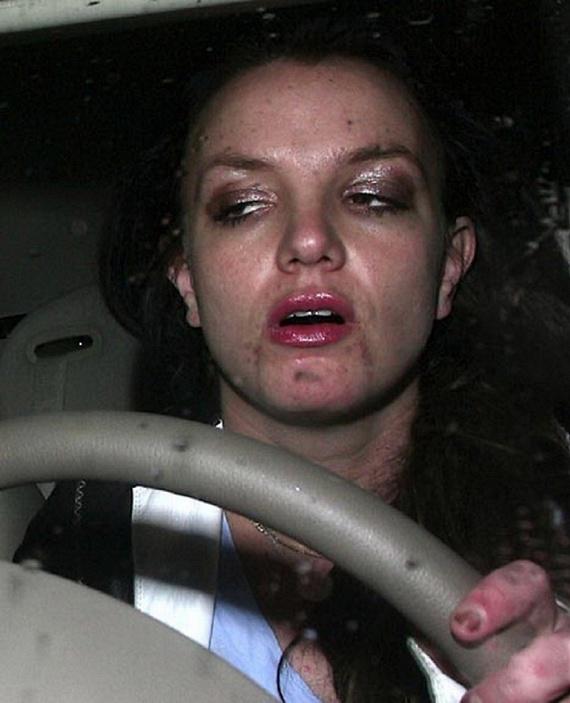 2007-ben élte át Britney Spears élete legnagyobb mélypontját. Abban az évben volt az elhíresült eset is, amikor kopaszra borotválta a fejét, így nem csoda, hogy részegen is számtalanszor sikerült lekapni a fotósoknak.