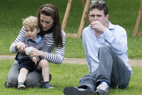 A hercegi családhoz csatlakozott még Vilmos herceg egyik legjobb barátja, James Meade, illetve felesége, Lady Laura Marsham is.
