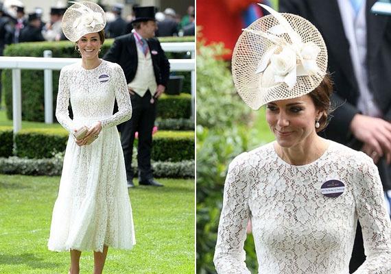 Nem véletlenül tartják igazi stíluskirálynőnek Katalin hercegnét: a királyi derbin az olasz divatház egyik hófehér kreációját viselte, a különleges csipkés ruhához színben hozzá illő kalapot és nude cipőt választott.