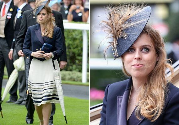 A királynő másik lányunokája, Beatrix yorki hercegnő is a sötétkék és fehér színek mellett tette le a voksát, a kalap pedig bámulatosan festett rajta.