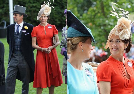 Mária dán királyi hercegnőt merész kivágású ruhája alaposan megtréfálta: talán észre sem vette, hogy melltartója - jobbra - is kikandikált a Marc Jacobs darab alól.