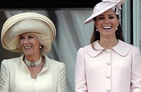 Hercegnők csipkeruhában
