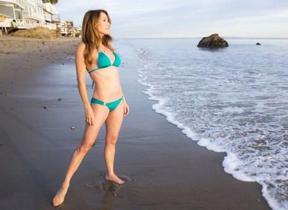 Jane Seymour korát is nehéz lenne kitalálni. A bikinis fotói alapján 28-nak tűnő színésznő valójában 65 esztendős.