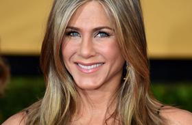 Jennifer Aniston csipkeruha