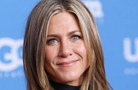 Jennifer Aniston térd