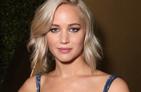 Jennifer Lawrence vaku villantás