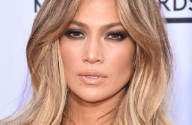 Jennifer Lopez ezüst ruha