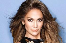 Jennifer Lopez piros felső Instagram