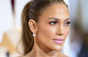Jennifer Lopez villantós fotó