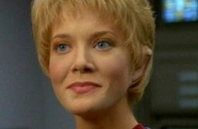 Jennifer Lien Star Trek letartóztatták szeméremsértésért