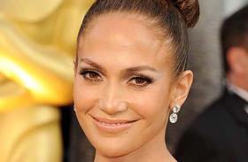 Jennifer Lopez Cosmo címlap miniruha
