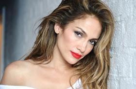 Jennifer Lopez meghízott