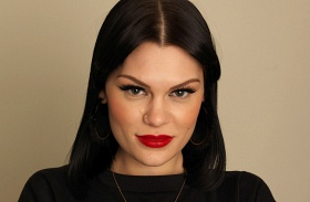 Jessie J Voice melltartó