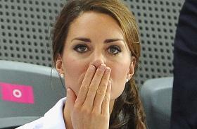 Katalin hercegné eljegyzési ruha tervező bezárt