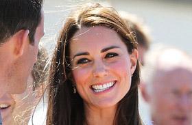 Katalin hercegnő fehér ruhában