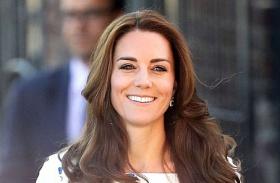 Katalin hercegné kék-fehér ruha