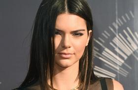 Kendall Jenner bulis ruha