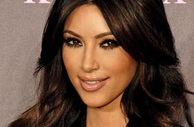 Kim Kardashian átlátszó ruha Párizs