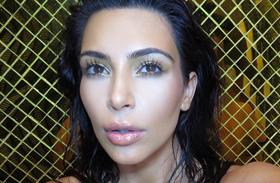 Kim Kardashian terhes pucér fotó