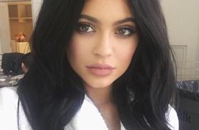 Kylie Jenner hálós szoknya