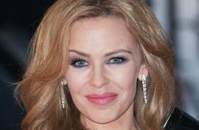 Kylie Minogue bikiniben a GQ magazin címlapján