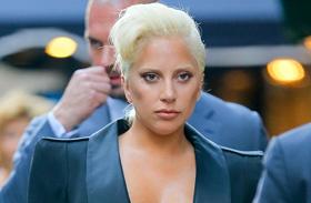 Lady Gaga leégette az anyját