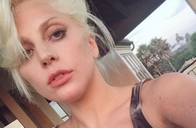 Lady Gaga strias melle dekoltázs fotók