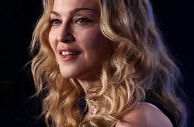 Madonna fiatalon, egy szál bugyiban