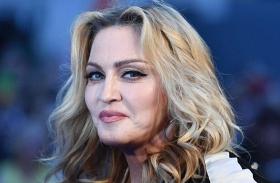 Madonna fotókiállítás botrány