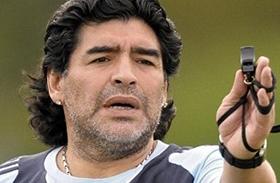 Maradona így rázta a fenekét videó