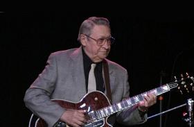 Meghalt Scotty Moore Elvis gitárosa