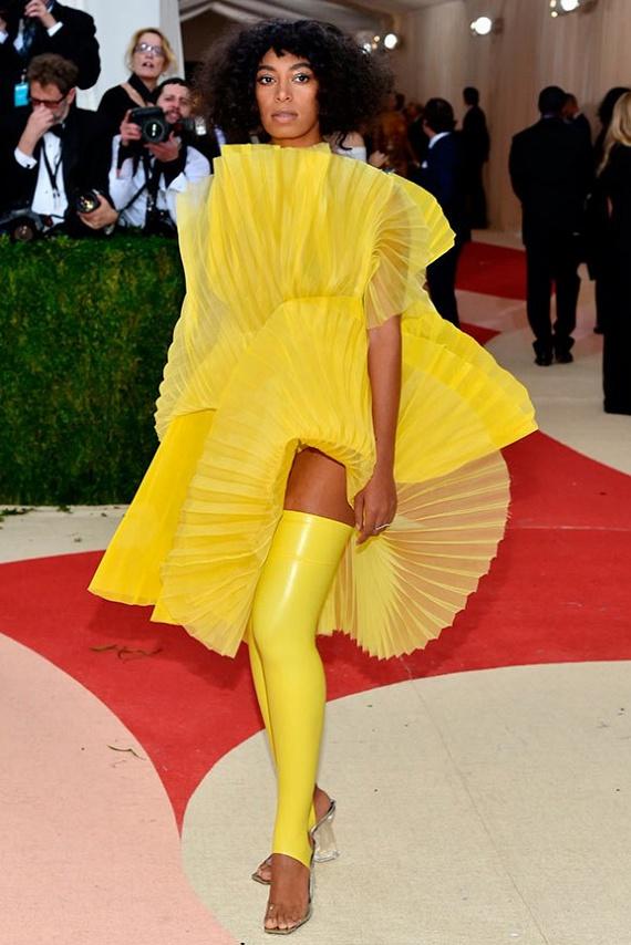 Ez az év legcsúnyább ruhája! Beyoncé húga bánhatja 34d7b659ec