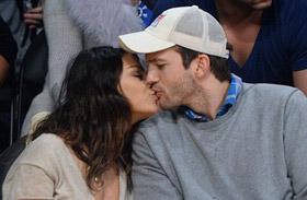 Mila Kunis és Ashton Kutcher a kosármeccsen