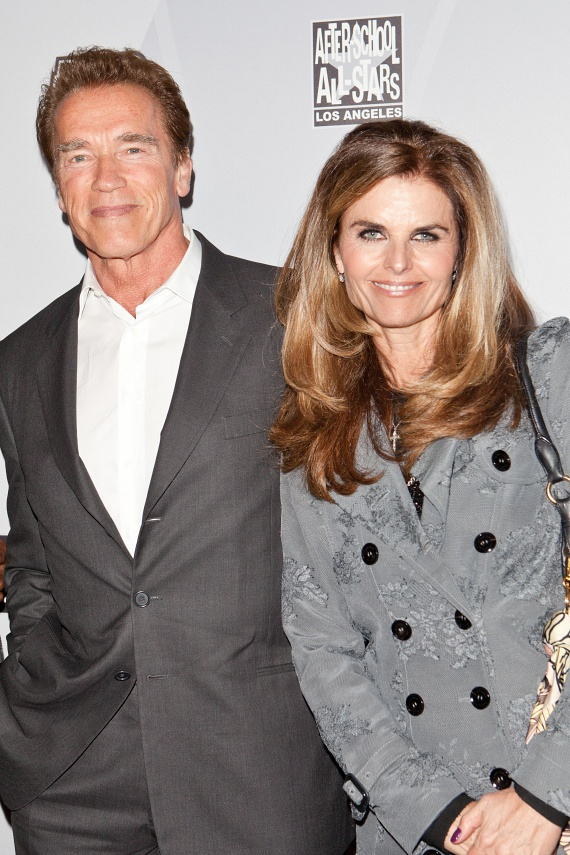 Maria Shiver, Arnold Schwarzenegger felesége 2011-ben, 25 év után adta be a válókeresetet, miután kiderült, a volt kaliforniai kormányzónak és szobalányuknak, Mildred Particia Baenának van egy közös gyereke. Bár a válást még mindig nem sikerült véglegesíteni, de a páros azóta külön életet él.