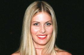 Nicole Eggert mellplasztika