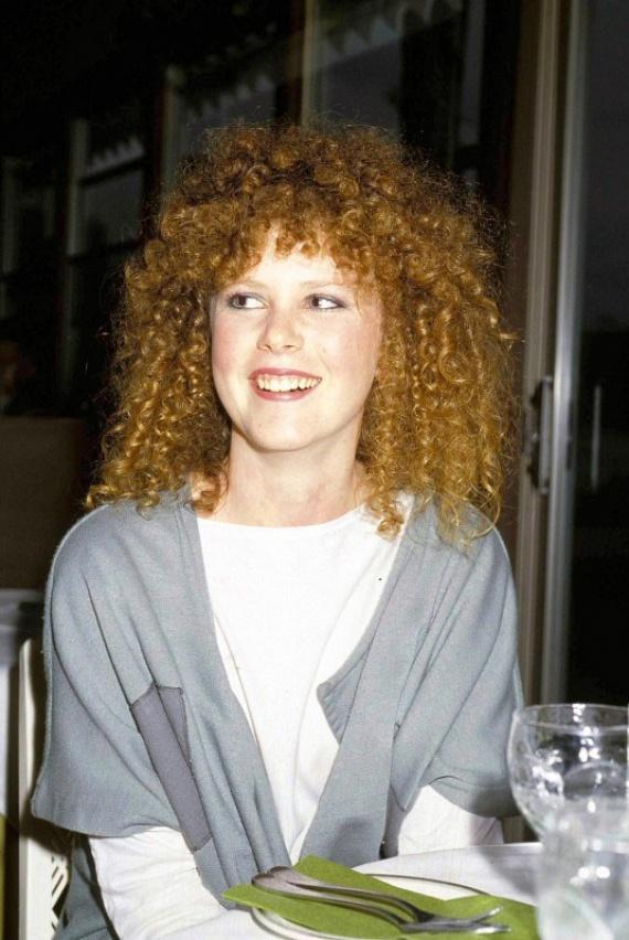 A fotók 1983-ban készültek, ebben az évben kezdődött a színésznő karrierje az Érzelmek nélkül és a Bush Christmas című filmekkel.