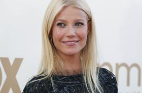 Átlátszó ruhája alá melltartót sem húzott! Gwyneth Paltrow óriásit villantott a gálán