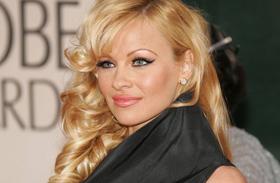 Pamela Anderson levetkőzött