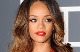 Rihanna hálós ruha