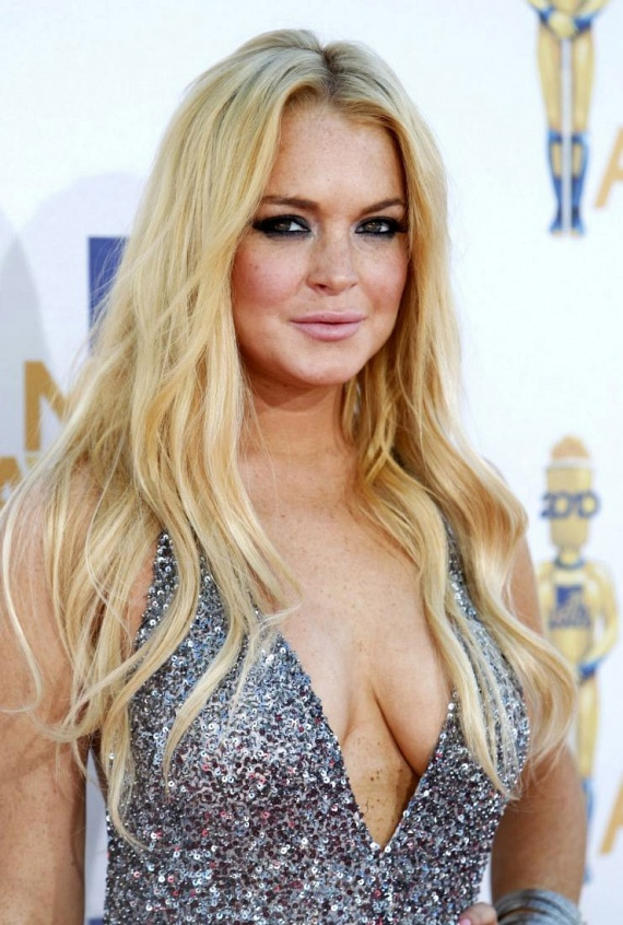 Lindsay Lohan sem bírta elviselni a sztársággal járó nyomást, ezért korán megindult a lejtőn. Csupán 18 éves volt, amikor túladagolta magát heroinnal - ezután ment először elvonóra.