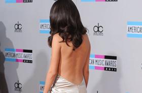 Selena Gomez kivágott ruhái