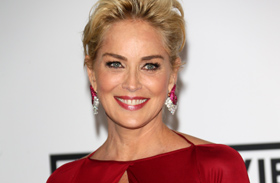Sharon Stone levetkőzött