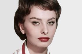 Sophia Loren ma és 50 éve fotók