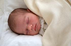 Svéd királyi család közös fotó Oscar herceg fintor