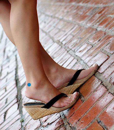 H-60  Ez a pont a láb külső oldalán található, nagyjából félúton a boka és az Achilles-ín között, a sarokcsont felső peremén. Kezelése segít a keresztcsonttáji fájdalmakon, az ülőidegzsábán és a lábfej fájdalmán.