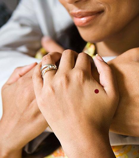 Vab-4Ha a hüvelykujjadat a kinyújtott mutatóujjadhoz szorítod, a két ujj közötti izom kidomborodik. E domborulat legmagasabb pontján található a vastagbél negyedik akupresszúrás pontja. Kezelése segít a fejfájáson, a megfázásos betegségeken, illetve a szemfájdalmon.